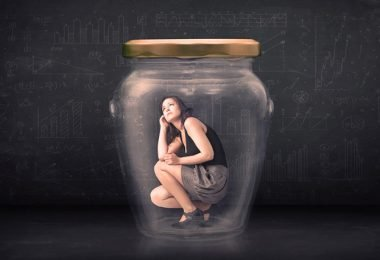 Mujer aislada por sufrir depresión