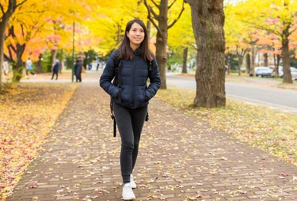 camina para mantenerse delgada y joven