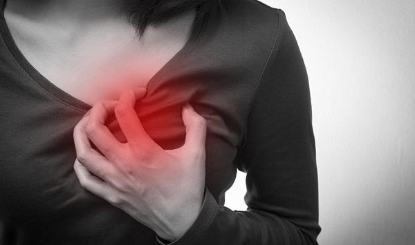 dolor en el lado derecho del pecho ataque corazón