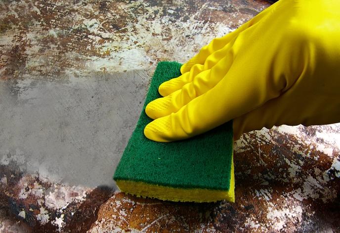 limpiar cosas difíciles sartén