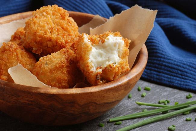 Uno de los alimentos a evitar si se padece colitis es los fritos y productos grasosos