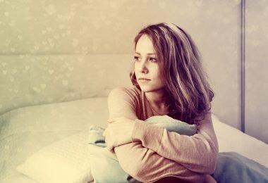 Chica joven con trastorno de depresión juvenil
