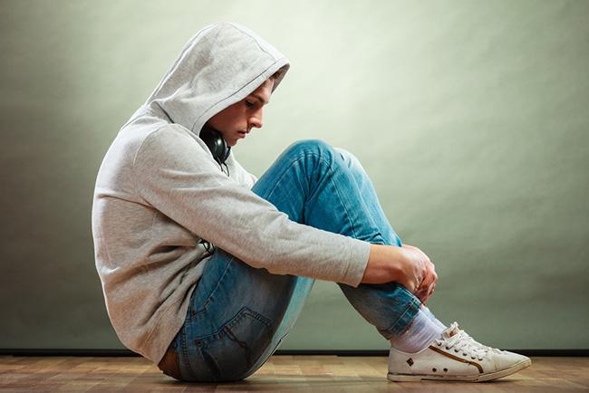 Joven adolescente con depresión