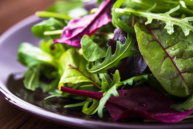 Deliciosa ensalada de rúcula para prevenir el cáncer