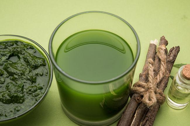 Los beneficios del aceite de neem para la salud de la piel