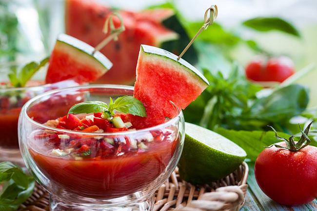 Prepara un sabroso gazpacho de sandía para hidratar el cuerpo