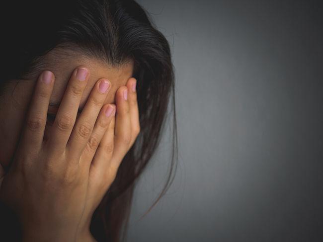 Mujer con depresión pos estrés postraumático