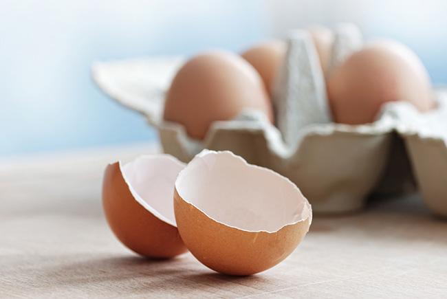 Cáscaras de huevo con limón para huesos más sanos