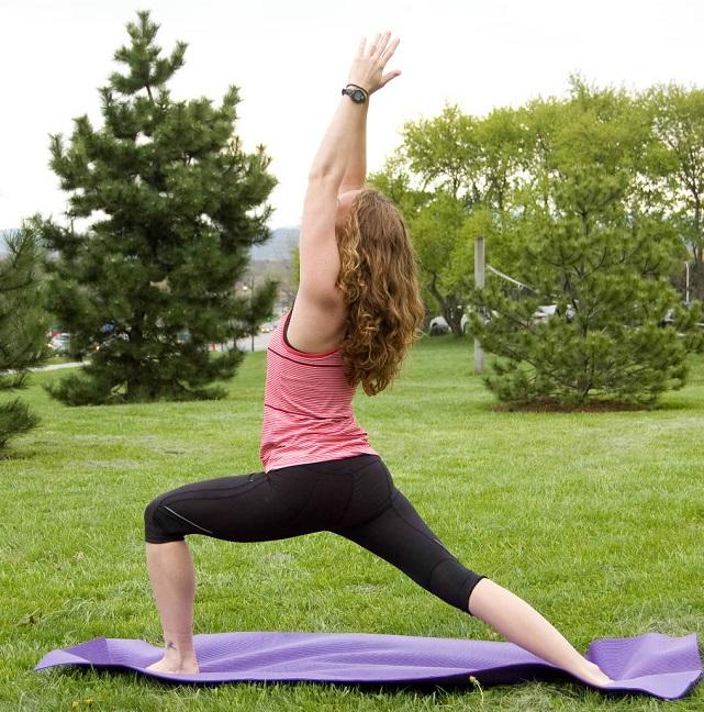 postura de yoga eficaz para tonificar el busto