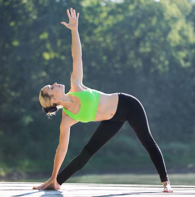 postura de yoga para tonificar el busto efectivamente