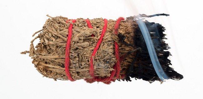 protegerse de la energía negativa con atado de hierbas