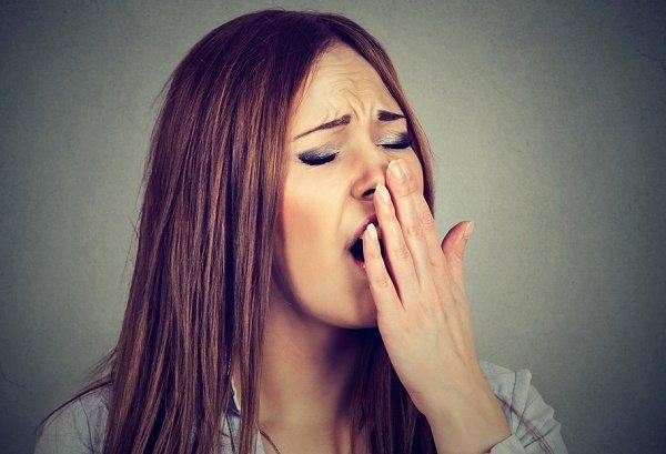 protegerse de la energía negativa bostezando