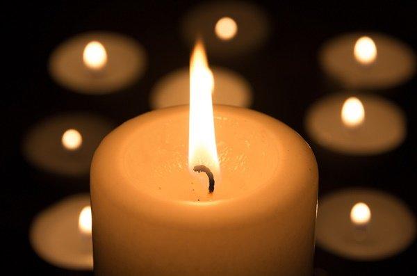 protegerse de la energía negativa con vela encendida