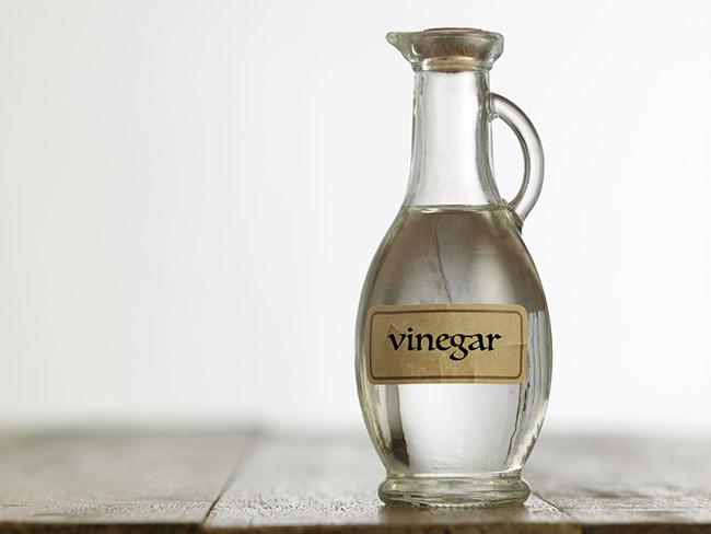 Botella de vinagre de vino para eliminar las liendres