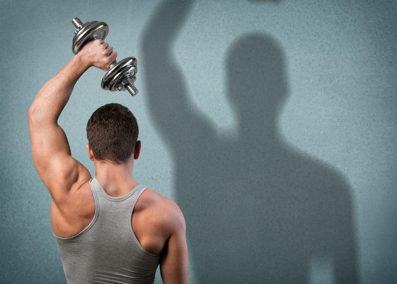 Hombre estimulando la hormona del crecimiento