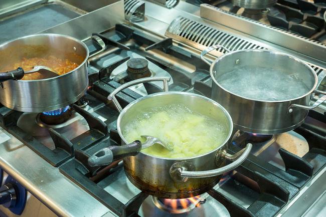Limpia las ollas con aceite de oliva