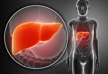 Vector mujer con el hígado enfermo