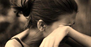 mujer que padece abuso psicológico en su relación de pareja