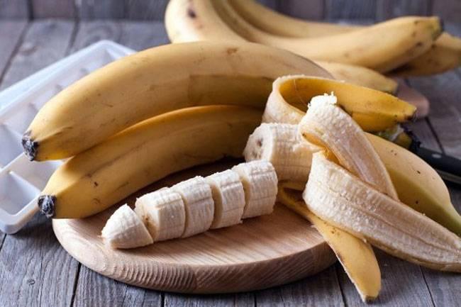 banana cortada en rebanadas para quitar manchas de paños