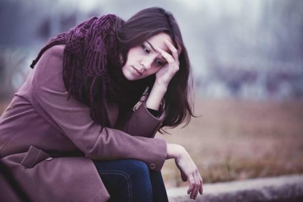 Mujer con preocupaciones constantes