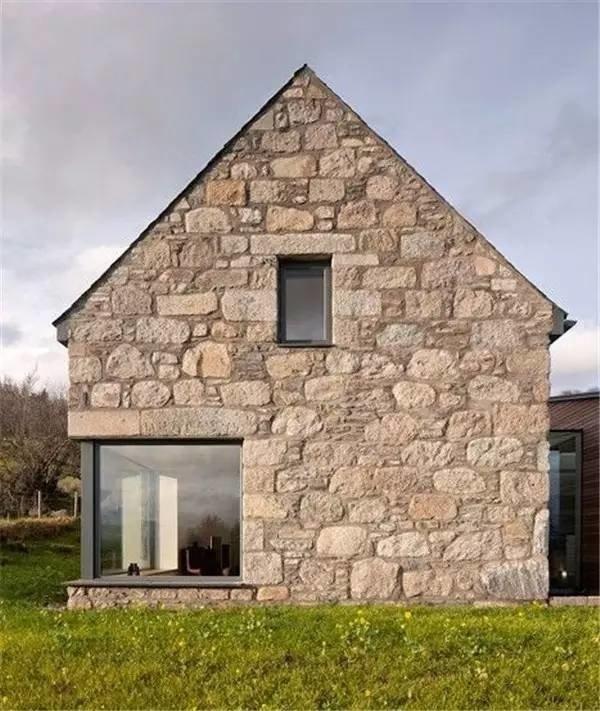 casa de piedra local construida con bajo costo