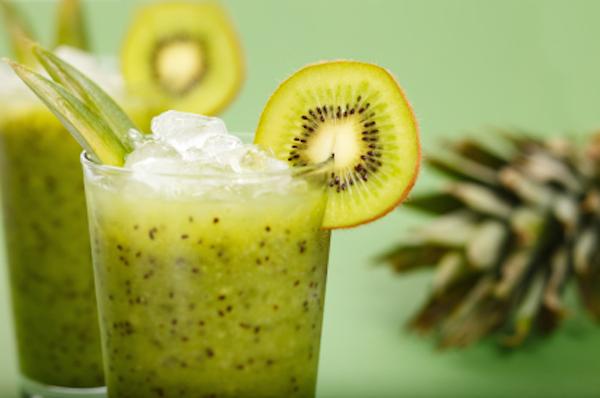 un smoothie preparado con kiwi para darnos un aporte de potasio al cuerpo