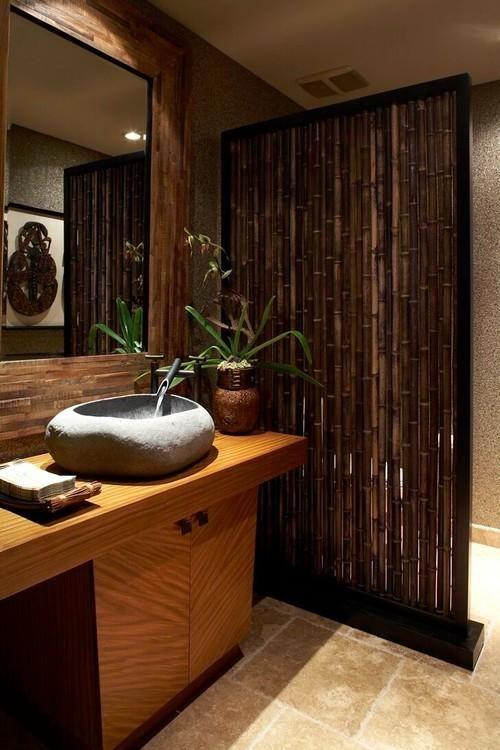 Baño decorado con bambú