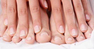 malos hábitos que causan hongos en los pies