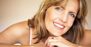 mujer de 40 años recibiendo consejos de nutrición