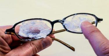 Cómo eliminar los rayones de las gafas