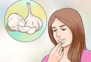 comiendo ajo para revertir las infecciones por hongos