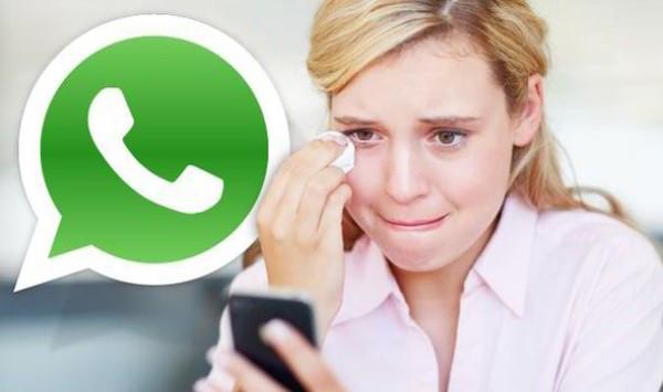 mujer que llora por whatsapp