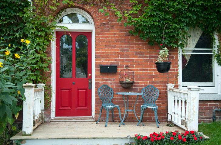 buena energía en la puerta de entrada en la casa