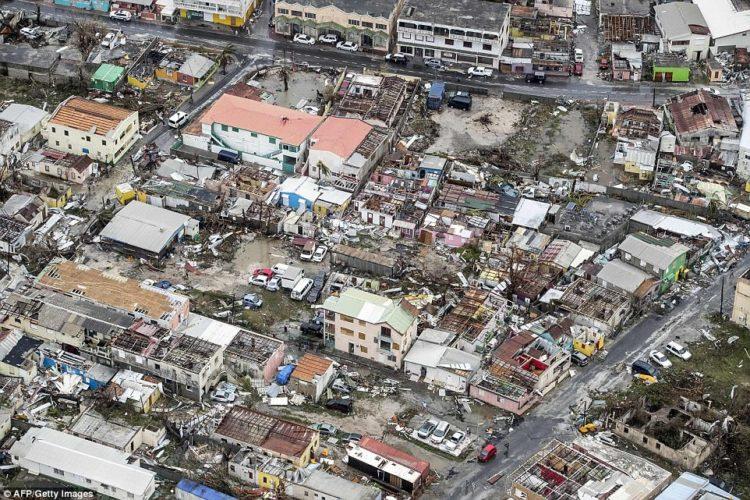 foto del saldo devastado por el huracán irma en la isla de san martín