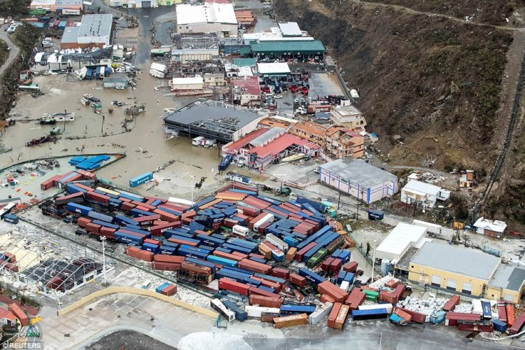 foto mostrando devastación provocada por el huracán irma en la isla de san martín