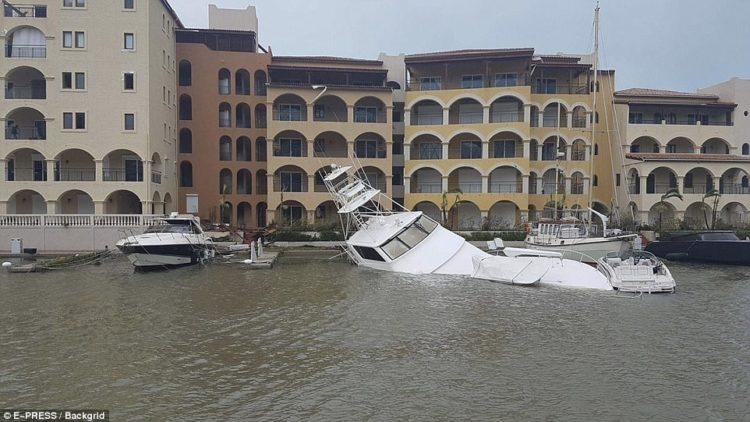 yates apilados en la isla de san martín provocado por el huracán irma de categoría 5