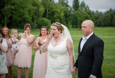 la novia se sorprende con el invitado sorpresa