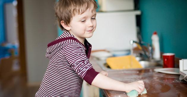 aprendiendo a realizar tareas en el hogar desde pequeños