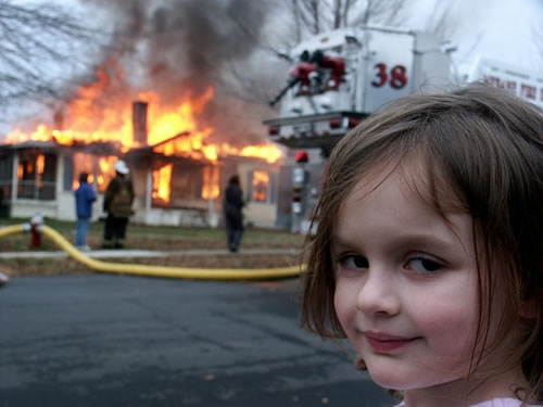 Una nena que provoca un incendio y lo toma como una diversión