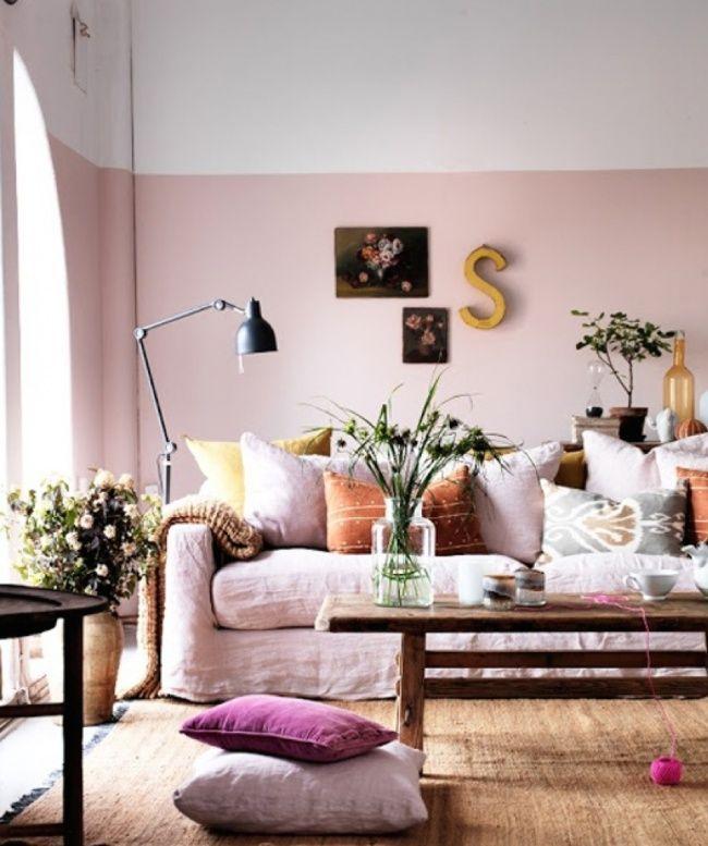 Los tonos suaves en las paredes ayudan a resaltar los muebles