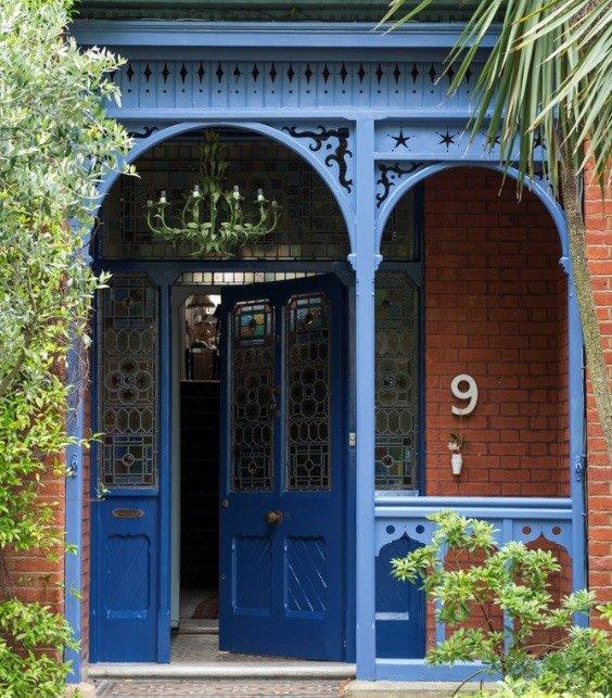 puerta principal color azul