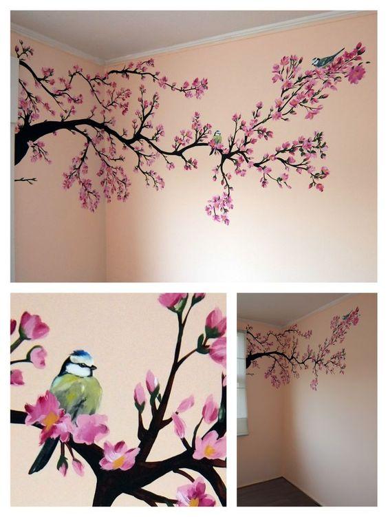 aplicando vinilos en las paredes