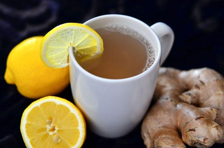 agua caliente con limón y jengibre
