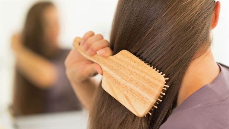 maneras de relajarse cepillándose el pelo