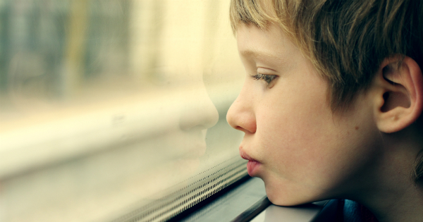Un nene con autismo