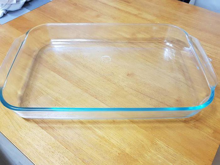 fuente o bandeja de vidrio limpia