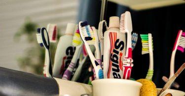 dentífricos y cepillos para dientes