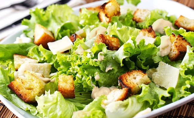 una deliciosa ensalada cesar