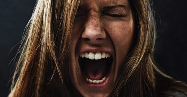 una mujer con personalidd irritable
