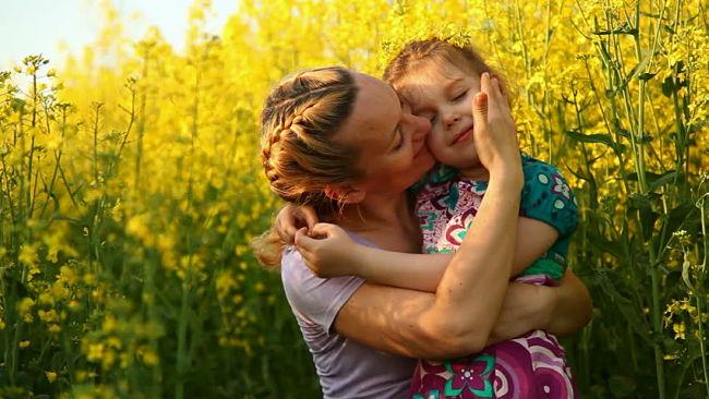 la influencia positiva de una madre sobre su hija